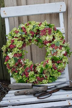 Yarrow/hydrangea  (??)  wreath  (could use dried yarrow and dried hydrangea floral-balls)  Photo only - located at bottom of blog page.