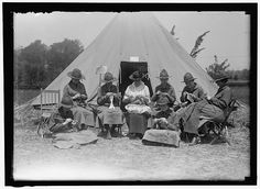 """Knitting in Public, WWI era: """"Woman's National Service School, under the Woman's Section of US Navy League."""""""
