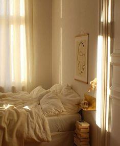 morning light aesthetic bedroom Home Story: Franzi aus Berlin Cozy Bedroom, Bedroom Inspo, Bedroom Decor, Bedroom Inspiration, Bedroom Furniture, Bedroom Corner, Kids Bedroom, Bedroom Ideas, Master Bedroom