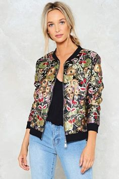 Nasty Gal Wild Summer Nights Floral Bomber Jacket is so cool and perfect way to jazz up any outfit. Bomber Jacket Outfit, Floral Bomber Jacket, Satin Bomber Jacket, Printed Bomber Jacket, Look Fashion, Fashion Outfits, Casual Fall Outfits, Jacket Style, Couture