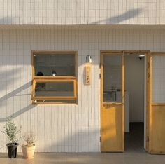 Se kai ideas coffee shop aesthetic lockscreens beige aesthetic แ ล ะ aesthe H Design, Cafe Design, Coffee Shop Aesthetic, Aesthetic Shop, Aesthetic Lockscreens, Coffee Shop Design, Cafe Interior, Yellow Interior, Interior Design