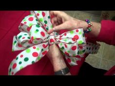 how to make a holiday bow
