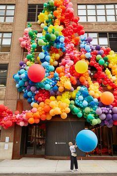 Colorful balloon wall I Celebration I Colorful celebration Balloon Wall, Balloon Garland, Balloon Decorations, Wedding Fotos, Instalation Art, Serpentina, Balloon Installation, Boho Vintage, Colourful Balloons