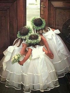 In addition to the bride and groom, the wedding day is the most eye-catching wedding flower girl. In general weddings, I will invite a few small flower girls, like cute little angels, symbolizing the pure Read more… Wedding Picture Poses, Wedding Poses, Wedding Groom, Wedding Pictures, Our Wedding, Dream Wedding, Wedding Dresses, Trendy Wedding, Wedding Shot
