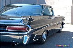 1959 Pontiac Bonneville What beautiful line these cars have!!!
