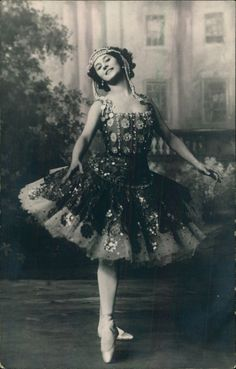 Anna Pavlova (vintage photo-card)  from Mariinsky Theatre