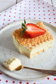 Odchudzona napoleonka jaglana Healthy Candy, Healthy Deserts, Good Healthy Recipes, Sweet Recipes, Cake Recipes, Dessert Recipes, Sweet Desserts, Delicious Desserts, Good Food