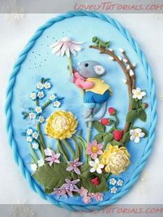 Photo Tutorial for a cute little mouse and flower plaque from polymer clay Polymer Clay Sculptures, Polymer Clay Animals, Polymer Clay Flowers, Fimo Clay, Polymer Clay Projects, Polymer Clay Creations, Sculpture Clay, Polymer Clay Art, Polymer Clay Jewelry
