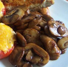 Easy Sautéed Mushrooms We love mushrooms and this is a recipe that I use to have with steaks, chicken or pork chops. Its simple and easy to prepare and ready in no time. I looked to see if something alike this was already posted but didnt see anything. Side Dish Recipes, Great Recipes, Favorite Recipes, Vegetable Side Dishes, Vegetable Recipes, Veggie Pizza, Cooking Recipes, Healthy Recipes, Healthy Meals