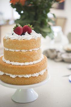 How to make a Naked Cake. Step by step tutorial: http://www.trishbarker.com/diy-wedding-tips-naked-cake/