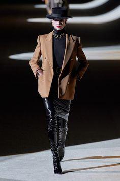 Saint Laurent Fall 2020 Ready-to-Wear Fashion Show - Vogue La Fashion Week, Women's Runway Fashion, Vogue Fashion, Couture Fashion, New Fashion, Fashion Brands, Paris Fashion, Fall Fashion, Fashion Outfits