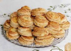 Oškvarkové pagáče mojej babky, recept | Tortyodmamy.sk Slovak Recipes, Yummy Appetizers, Apple Pie, Biscuits, Garlic, Muffin, Food And Drink, Cooking Recipes, Vegetables