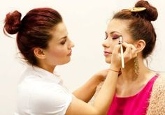 Curs make-up Brasov O promotie excelenta prin Zumzi pentru luna mai,