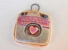 Handmade porcelain pendant boho-chic small camera pink por Majoyoal