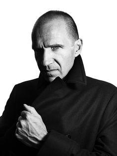 Ralph Fiennes, male actor, celeb, hand, portrait, photo b/w.