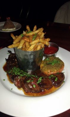 A little steak and pomme frites ala France! Steak and fries.ain't nothing wrong with that! Canadian Food, Canadian Recipes, Steak Frites, Paris Food, World's Best Food, Formal Dinner, French Food, Bon Appetit, Beef Recipes