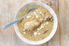 Σούπα µε γλυκό τραχανά και κοτόπουλο  Είναι ό,τι πρέπει για το κρυολόγηµα. Αν τη θέλετε πιο ελαφριά, χρησιµοποιήστε στήθος κοτόπουλου    ΥΛΙΚΑ (για 4 άτοµα)    4 µπούτια κοτόπουλου    1 λίτρο ζωµός λαχανικών (σπιτικός ή ψυγείου)    1 κρεµµύδι, ψιλοκοµµένο        200 γρ. γλυκός τραχανάς    200 Greek Recipes, Soup Recipes, Nutella, Main Dishes, Oatmeal, Baking, Breakfast, Food, Gastronomia