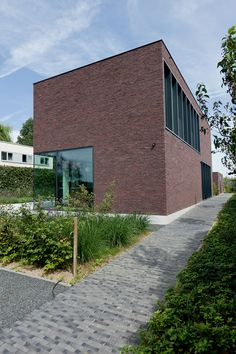 House LV by Areal Architecten - http://www.homedsgn.com/2012/09/17/house-lv-by-areal-architecten/