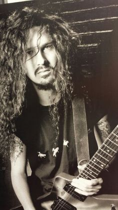 Dimebag Darrell (Pantera) He was so beautiful. And went too soon. Rip darrell. 11 years ago today. ♡