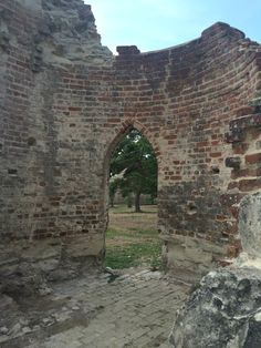 Devonshire Arts and Heritage has had a team of stone masons, conservators, and specialist joiners restoring the Wimpole Folly.