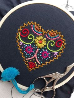 Hand Embroidery Patterns Flowers, Embroidery Hearts, Embroidery Stitches Tutorial, Creative Embroidery, Hand Embroidery Stitches, Crewel Embroidery, Embroidery Hoop Art, Hand Embroidery Designs, Cross Stitch Embroidery