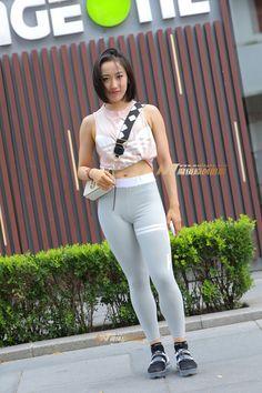 Girls In Leggings, Sports Leggings, Yoga Leggings, Gym Pants, Yoga Pants, Japan Girl, Tights Outfit, Beautiful Asian Women, Skin Tight