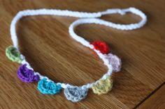 Crochet scallop necklace pattern. Or mini garland.