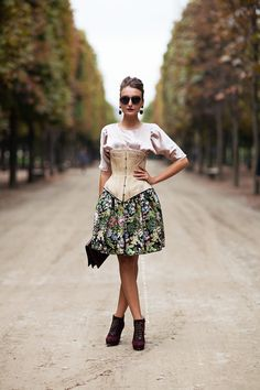 Gabriela Atanasov, ARTE, no es mi estilo, pero lo veo arte este outfit y una  personalidad desbordante.