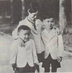 From left :  His Majesty Bhumibol Adulyadej, King of Thailand,   H.R.H. Princess Galyani Vadhana Krom Luang Naradhiwas Rajanagarindra and His Majesty King Ananda Mahidol (Rama VIII).