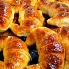 Medialunas - Argentina's croissants, they are TO DIE FOR! Pan Dulce, Argentine Recipes, Argentina Food, Mexican Bread, Challah, Pan Bread, Love Food, Sweet Recipes, Bakery