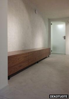 Mineraalinen sisustuspinnoite lattiassa ja seinässä. Kysy lisää: info@dekotuote.fi /045 345 2345. www.dekotuote.fi ©Dekotuote #wall #floor #kalkkilaasti #kalkkimaali #interior #design #tehosteseinä #sisustuslaasti #efektiseinä #lattia #seinä #mikrosementti #microbetoni #dekotuote #jotainomaajaerilaista #himmeä #harmaa #betoni #concrete Decor, Wall Colors, Home, Interior, Entryway Tables, Wall, Home Decor, New Room, Room