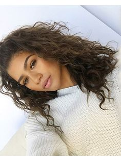 To Rock Your Natural Curls Like Zendaya — Expert Tips How to rock your natural curls just like Zendaya!How to rock your natural curls just like Zendaya! Curly Hair Tips, Curly Hair Styles, Natural Hair Styles, Natural Curly Hair, Long Curly, Short Hair, Frizzy Hair, Curly Hair White Girl, Natural Wavy Hairstyles