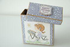 Heute gibt's eine Geburtstagsbox mit dem süßen Mädchen auf dem Fahhrad :) Decorative Boxes, Happy Birthday, Scrapbooking, Paper, Birth, Happy Aniversary, Happy B Day, Scrapbooks, Decorative Storage Boxes