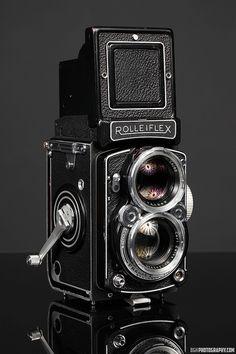 Rolleiflex Camera, Camera Nikon, Camera Gear, Film Camera, 35mm Film, Leica, Antique Cameras, Vintage Cameras, Photography Camera