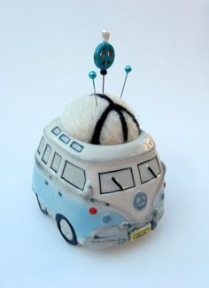 VW Bus Love And Peace Pin Cushion Needle Felted by WhimsicalWool Volkswagen Bus, Vw T1, Vw Camper, Sewing Tools, Sewing Notions, Sewing Crafts, Sewing Projects, Art Projects, Vw Vintage