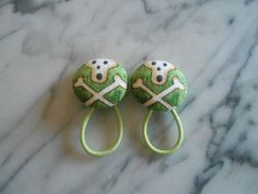 Scull and Cross Bones Halloween Ponytail Holders by Baby Raindrops at www.babyraindrops.etsy.com.