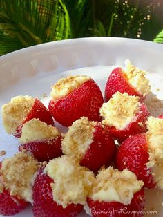 The perfect little bite of strawberry cheesecake-*Cheesecake Stuffed Strawberries Recipe Strawberry Cheesecake, Strawberry Recipes, Fruit Recipes, Dessert Recipes, Cheesecake Stuffed Strawberries, Filled Strawberries, Strawberry Crush, Recipies, Cheesecake Pudding