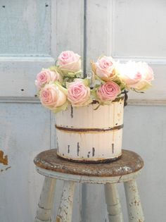 Shabby Chic Pink Paint Styles and Decors to Apply in Your Home – Shabby Chic Home Interiors Shabby Chic Vanity, Shabby Chic Baby Shower, Shabby Chic Bedrooms, Shabby Chic Homes, Shabby Chic Antiques, Vintage Shabby Chic, Shabby Chic Decor, Vintage Decor, Vintage Romance