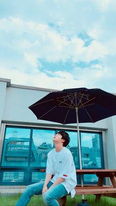 {Jin } the sky so beautiful just like HIM 💜💜💜 Jimin, Suga Rap, Bts Bangtan Boy, Seokjin, Namjoon, Jung Kook Bts, Bts Jin, Jung Hoseok, K Pop