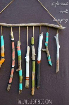 12 DIY Ideas for Your Tribal Nursery - living room 15 DIY Ideas for Your Tribal Nursery: Spirit Sticks - Spirit Sticks, Painted Driftwood, Driftwood Art, Baby Shower Tribal, Bebe Nature, Driftwood Mobile, Diy Photo Backdrop, Nursery Themes, Themed Nursery