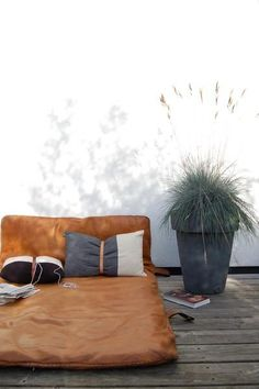 This rustic brown leather lounge chair, looks perfect In an outdoor space, industrial. Outdoor Spaces, Outdoor Living, Outdoor Decor, Outdoor Lounge, Outdoor Daybed, Rooftop Lounge, Rooftop Terrace, Interior Exterior, Exterior Design