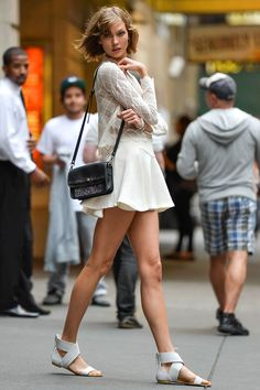 Popular Summer Outfits That Always Looks Fantastic - Street style Karlie Kloss crochet top Cool Street Fashion, Look Fashion, Fashion Models, Fashion Outfits, All White Outfit, White Outfits, Summer Outfits, Karlie Kloss Style, Model Street Style