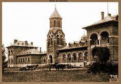Curtea de arges1916(Gara )daca nu ma insel!? Romania, Notre Dame, Building, Travel, Viajes, Buildings, Destinations, Traveling, Trips
