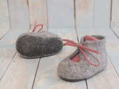 Felted baby shoes Merino gray dusty rose boots Newborn
