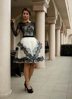 Zwart-wit trouwjurk, korte bruids jurk met kant, Sleeved kant trouwjurk, Franse trouwjurk met mouwen van Alencon lace