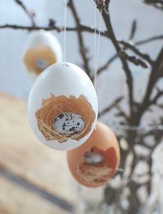 Påskpyssel_göra små fågelbon av ägg till påskriset. Easter craft, easter DIY_ making small bird nests in eggshells_@helenalyth.se