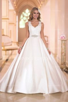 Ball Gown V-neck Court Train Lace Wedding Dress