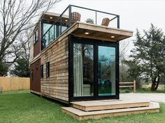 Modern Tiny House Rental with Rooftop Deck near Waco Texas Tiny House Ideas Deck House Modern Rental Rooftop Texas Tiny Waco Tiny Houses For Rent, Modern Tiny House, Tiny House Living, Tiny House Design, Tiny House France, Tiny House Rentals, Tiny House Exterior, Casas Containers, Rooftop Deck