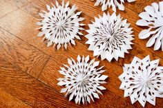 Medallion Snowflakes | One Dog Woof | #papercrafts #winter #holidays