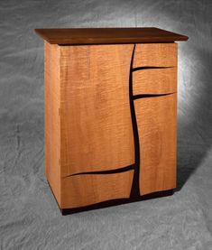 Cabinet with two cupboards and three drawers. Rippled maple (saw-cut veneer) black walnut and Trespa. Cabinet Furniture, Fine Furniture, Table Furniture, Luxury Furniture, Modern Furniture, Furniture Design, Woodworking Desk Plans, Woodworking Jointer, Wood Projects For Beginners